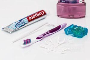 higiena zebow z aparatem ortodontycznym