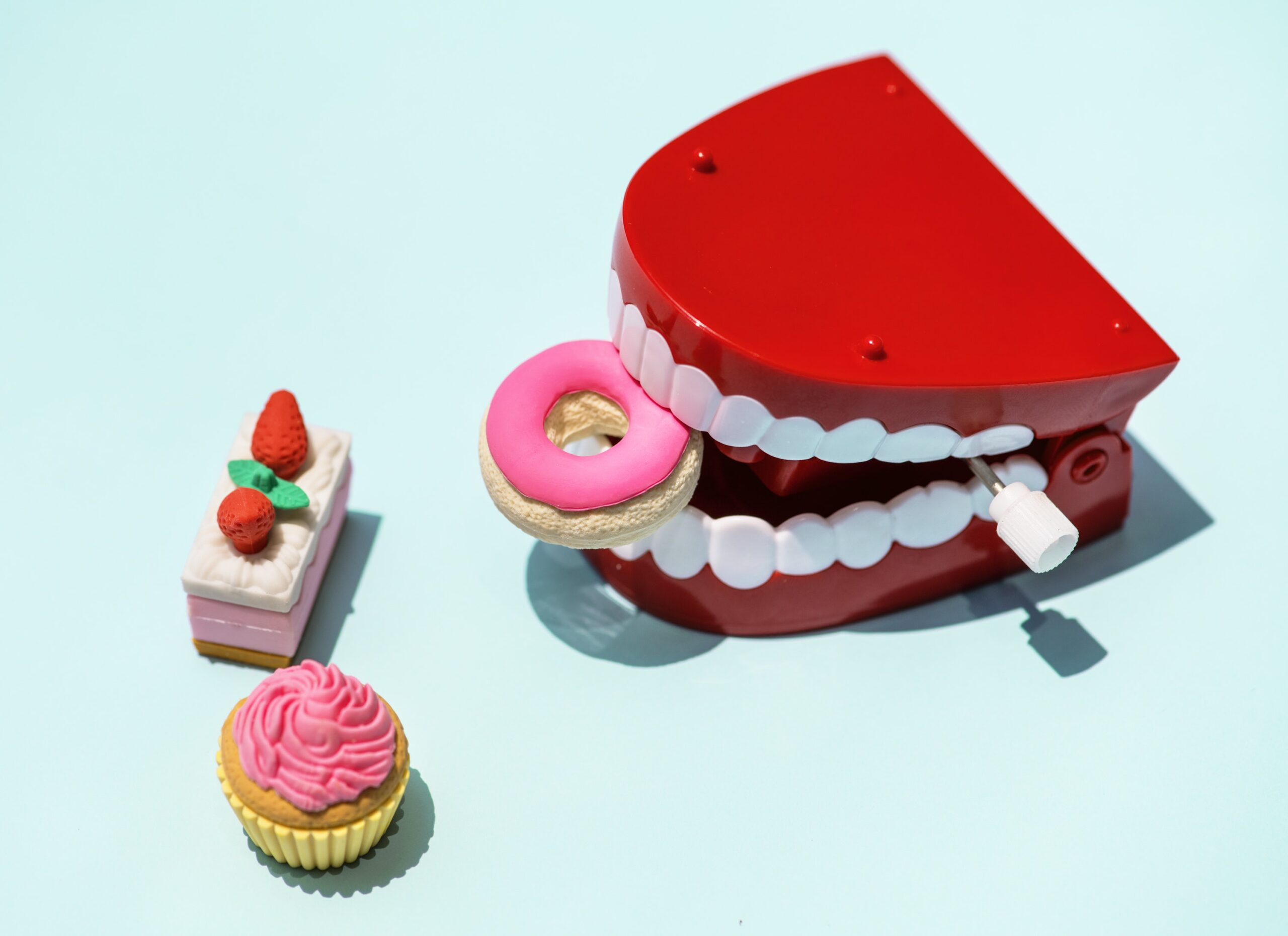Jak ograniczyć próchnicę zębów podczas noszenia aparatu