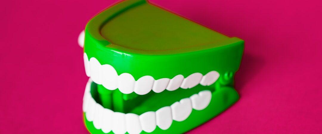 Usuwanie ósemek. Usuwanie zębów mądrości a aparat ortodontyczny
